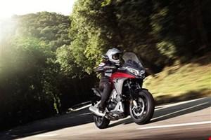 Honda V4 Bikes in Aktion - Crossrunner und VFR800F um 11.990,-